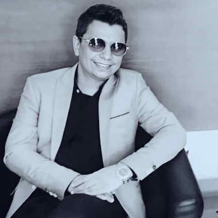 دانلود آهنگ هنوزم وقتی میخندی دلم از شادی میلرزه محسن ابراهیم زاده